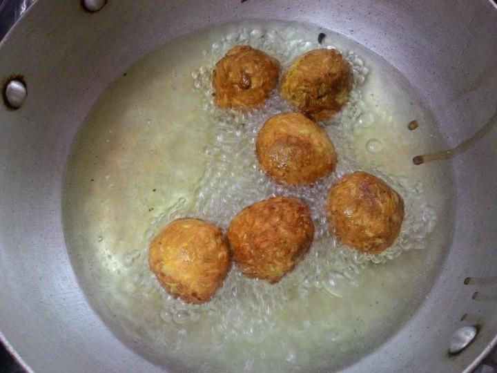 Frying Lauki Ka Kofta