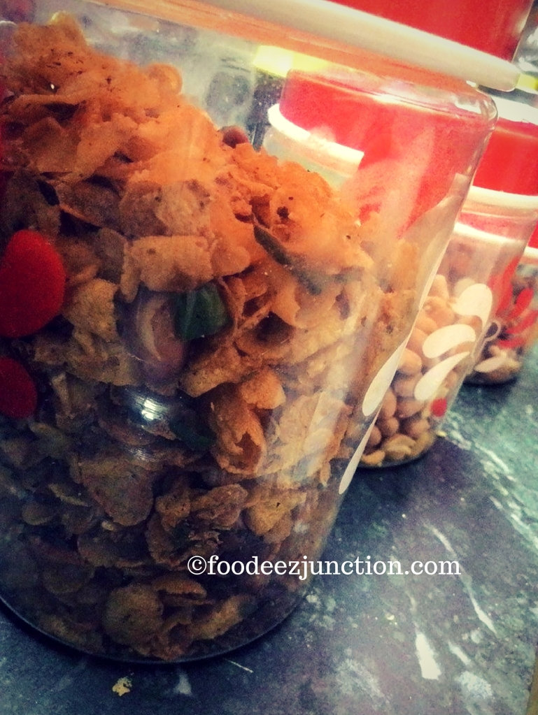 Namkeen Recipes https://foodeezjunction.com/2016/03/07/cornflakes-namkeen-15-minute-recipe/