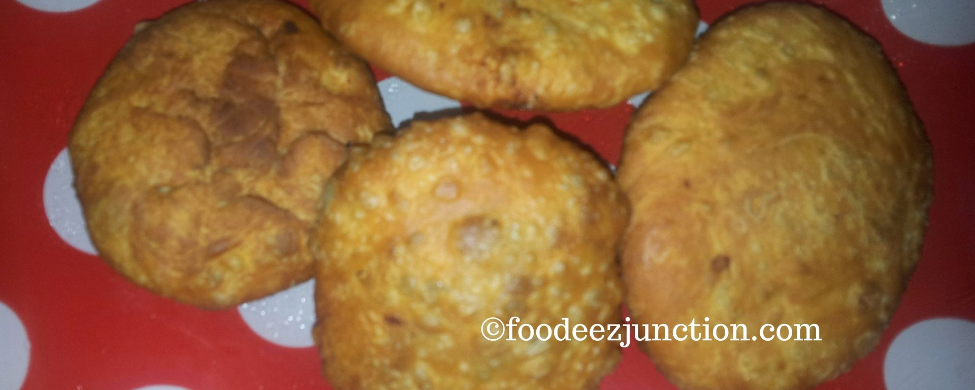 Aloo Kachori https://foodeezjunction.com/2016/08/25/aloo-ki-kachori-recipe/