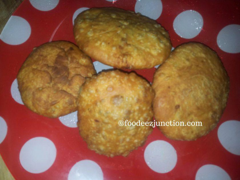 Aloo Kachori https://foodeezjunction.com/2016/08/25/aloo-ki-kachori-recipe/