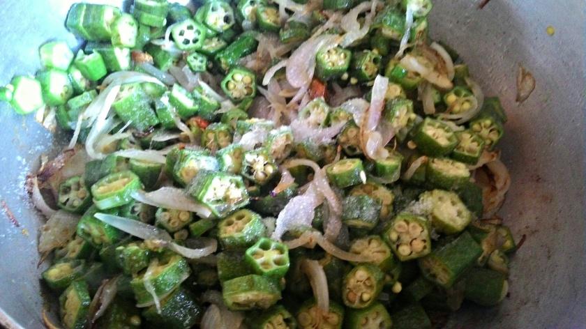 Bhindi ki Sabzi foodeezjunction.com